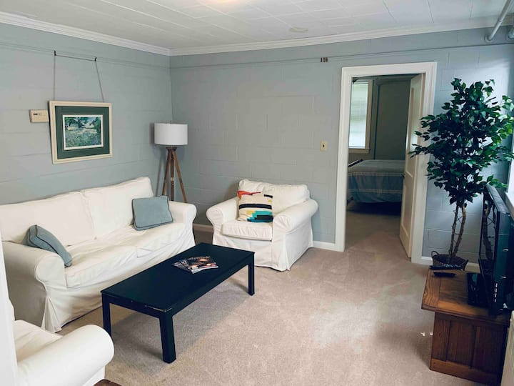 Kensington Suite | Rugby Hills Near UVA