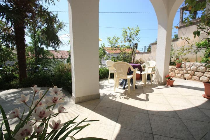 Apartment with garden in Selce for 2-4 people (1)