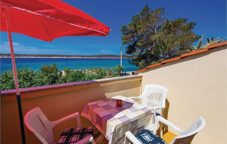 Holiday apartment with 1 bedroom on 37m² in Rab