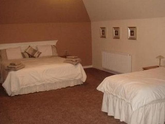 Comfortable Family En-suite for up to 4 people