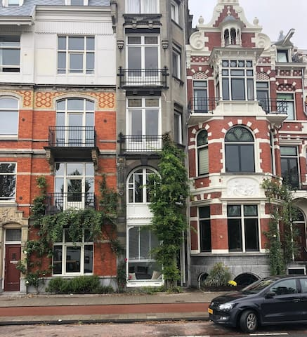 Apartment in 'De Pijp' with a view on the Amstel!