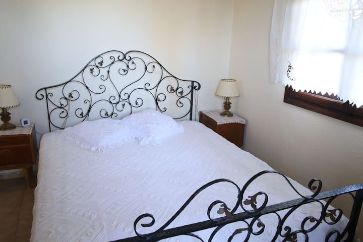 Traditional villa with a magnificent sea view. - Vourvourou - Hus