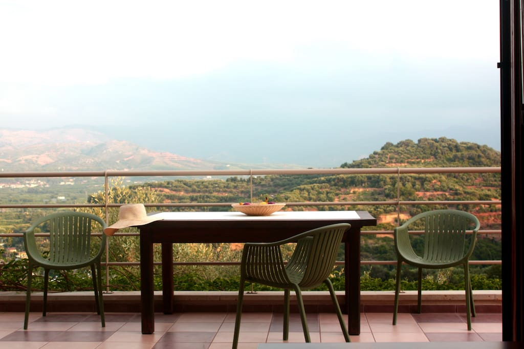 Terrace 60 m2 with panoramic view of the Patelari valley
