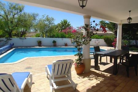 Vila V2 with pool - Guia