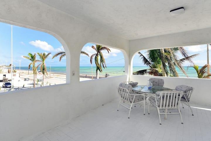 Shore 74 -Islamorada Guest House, Penthouse