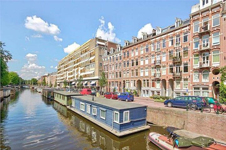 Luxury apartment with best canal view of amsterdam for Amsterdam appartamenti centro