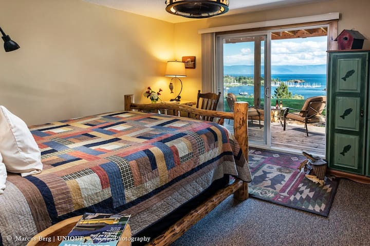 Spectacular Lake and Mountain view room