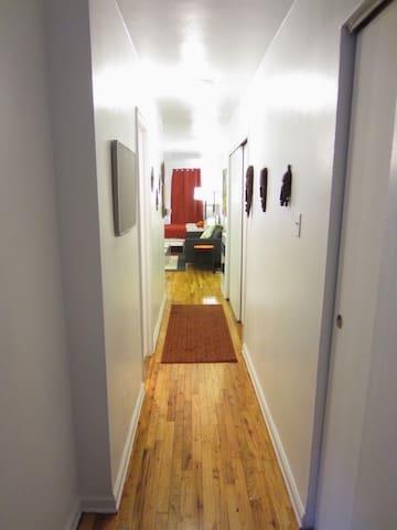 E20's- Charm and modern Elevator studio- Quiet