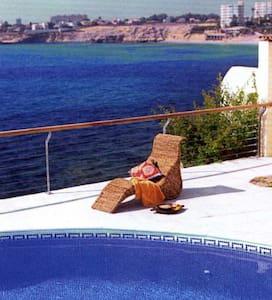 Frontline villa with amazing views & private pool - エルカンペッロ - 別荘