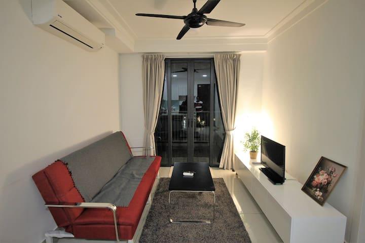 FN WiFi Neflix Pleasant Stay with Balcony & Pool