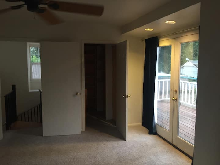 Apartment in Fairmont Area with moon room