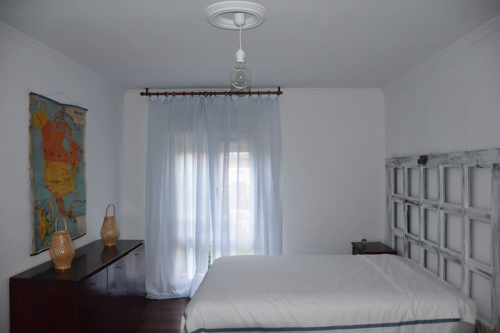 Habitación Marinera con cama doble y una cama sencilla