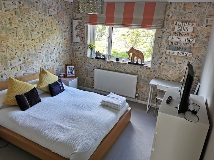 Garden View, King size bed+private bathroom.