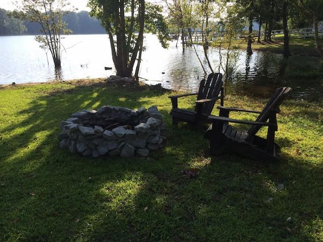 Lake front house w/ fire pit, dock, & boat ramp