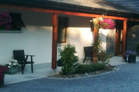 Nonaim Lodge Bed & Breakfast - Oughterard - Bed & Breakfast