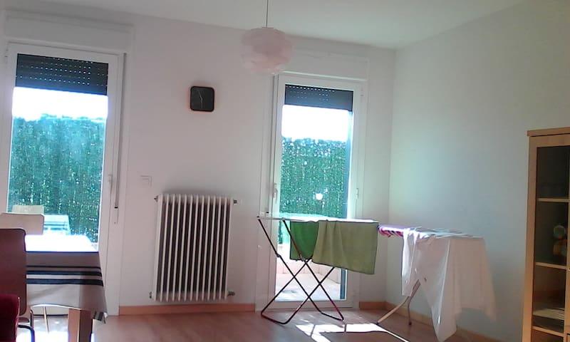 Se alquila habitación con terraza cerca Pamplona