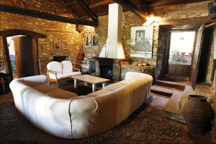 Habitación doble en casa de piedra Maragata