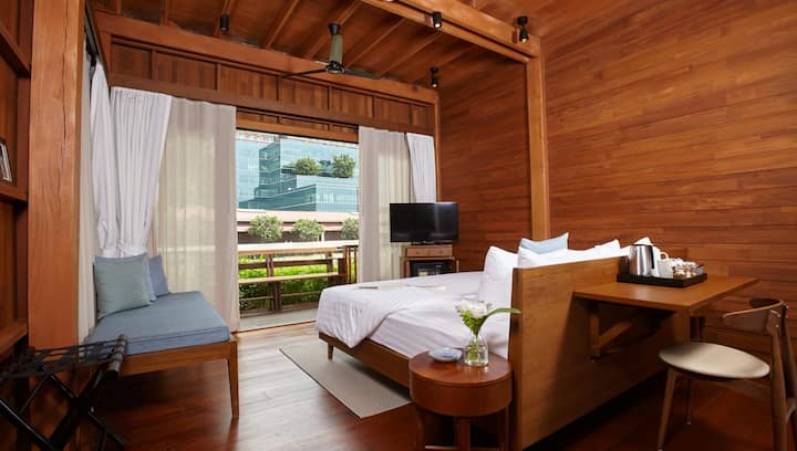 Riverside Thai chic wooden house (Deluxe Studio)