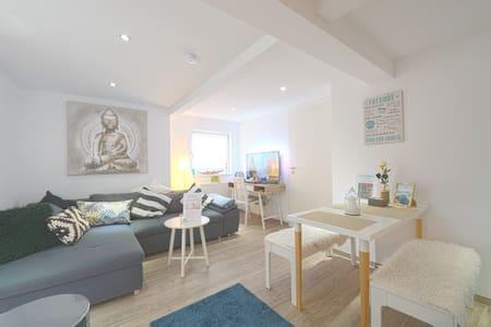 New Superhost Apartment near Opera + big kitchen