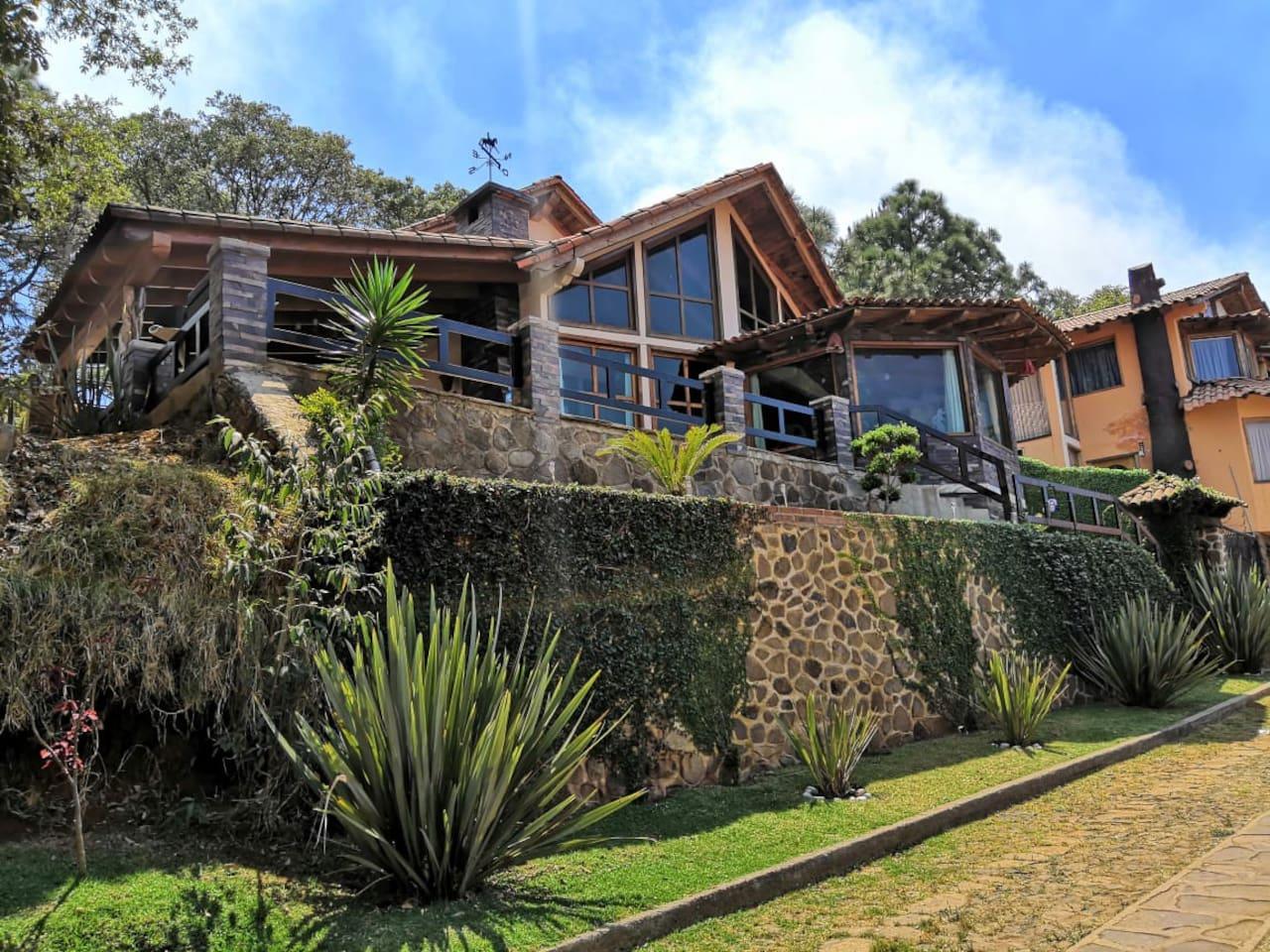 Excelente, alojamiento, confortable, siendo nuestro mayor interés que tengas una estancia placentera , entre montañas y el bosque!