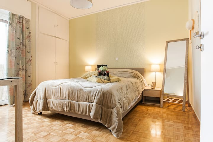 4. Athens Metro Station Airbnb room near Acropolis - Athina - Appartement