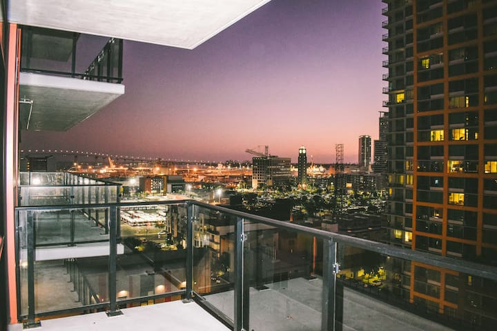 Luxury High Rise King Suite in Downtown San Diego