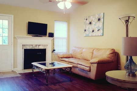 8 MIN TO UPTWN/CLOSE TO SPDWY/CENTRAL LOCATION