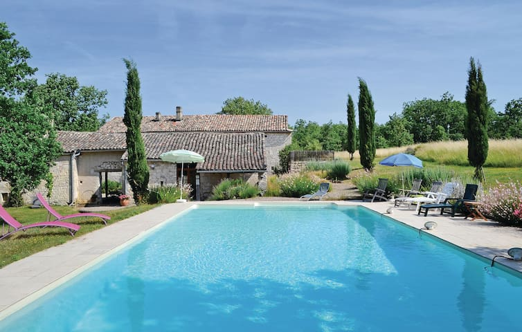 Holiday cottage with 6 bedrooms on 325 m² in Cahuzac sur Vere