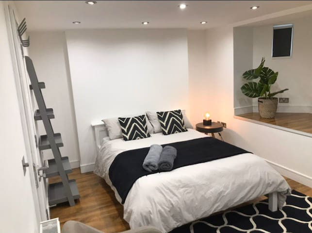 Clean new 3 bed flat, perfect for self isolation