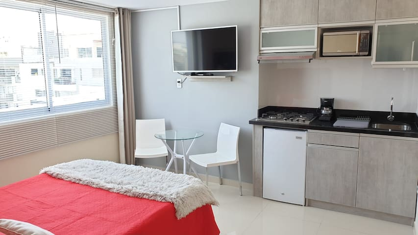 COZY STUDIO W/KITCHENETTE, GREAT VIEWS AND POOL 4