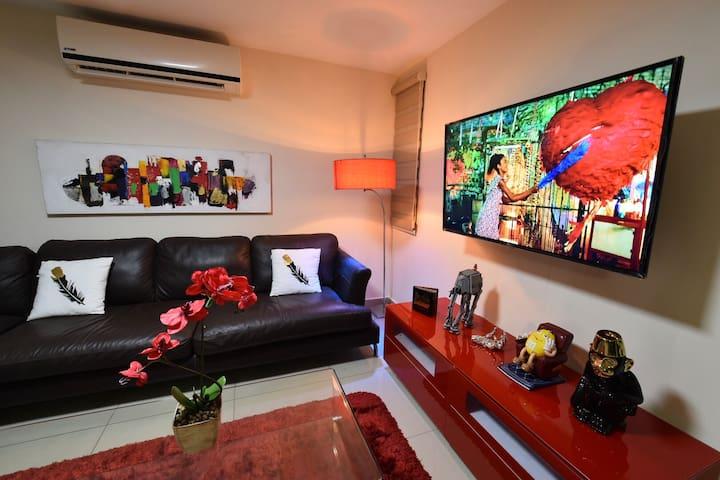 The Red Lion Apartment at Zona Dorada