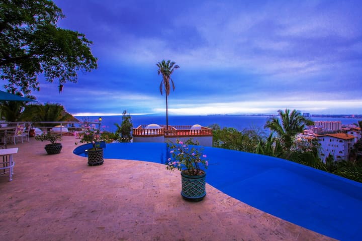 5 bedroom Villa with spectacular views,great staff