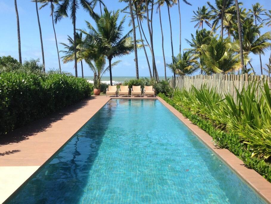 Vista piscina para o mar