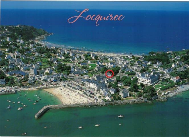 Presqu'île de Locquirec avec situation de l'appartement - A moins de 100 m des terrasses, restaurants et de la plage du port - Vue mer