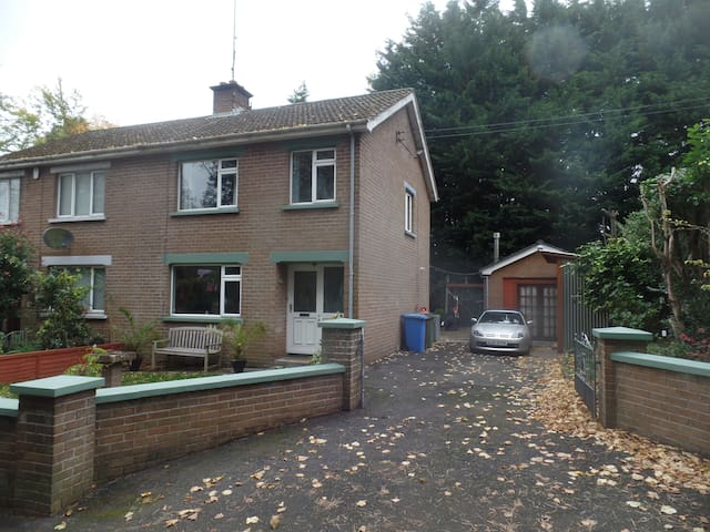 3bdr house in Lambeg by the Lagan river - Lisburn - House