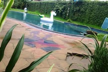 The Woodstone Crib & Pool Jacuzzi avec breakfast