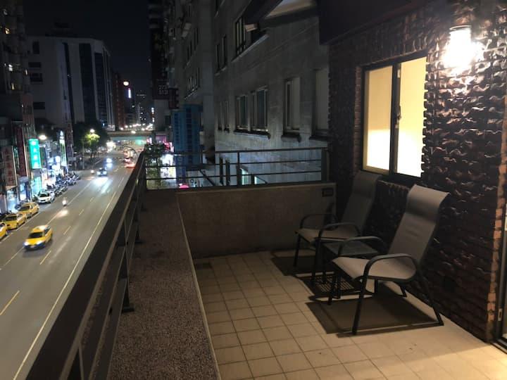大露臺雙人房 全新裝潢 近南京復興站