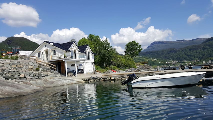 Boat house by the sea, Strandebarm in Hardanger - Strandebarm - Mökki