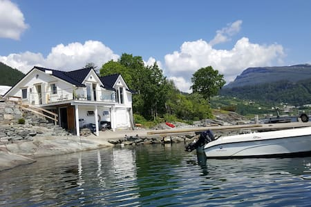 Boat house by the sea, Strandebarm in Hardanger - Strandebarm - Chatka