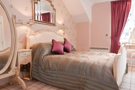 Bowness Bay Suites (Hill Top Suite) - Bowness-on-Windermere