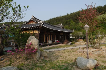 넓은 정원의 괴시마을 한옥고택 영감댁 (상방) - 영덕군 - บ้าน