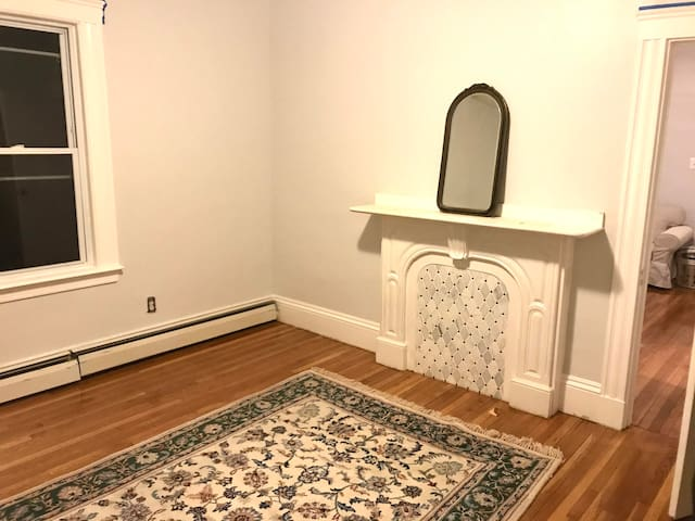 Sunny Two Bedroom in East Somerville