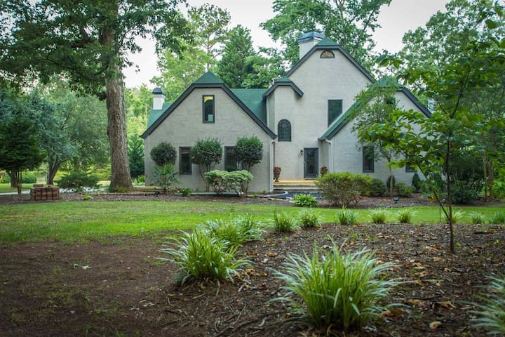 Executive Lakefront Home Near Pinewood - Fayetteville - House