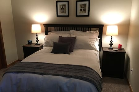 Private Hotel Style Suite & Bath - Fort Collins - Townhouse