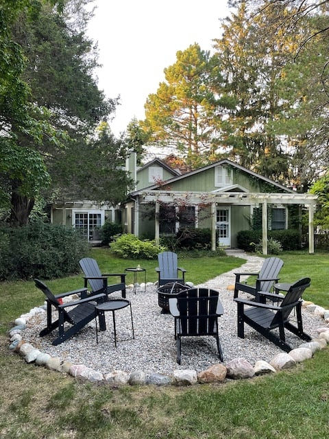 RECENTLY RENOVATED Modern Cabin with Hot Tub!