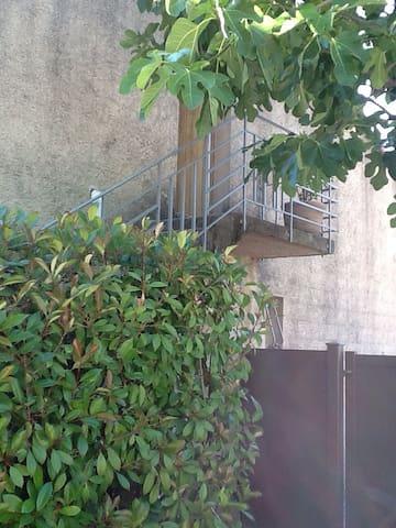 Haut de villa, entree independante - Peyrolles-en-Provence - Diğer