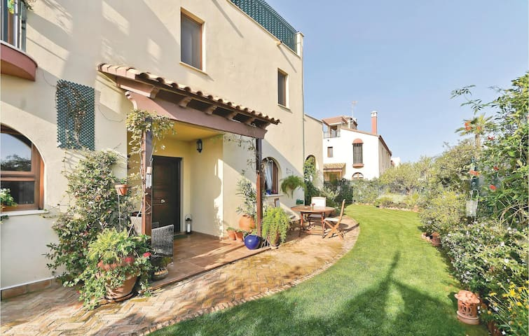 Semi-Detached with 3 bedrooms on 102m² in Ayamonte