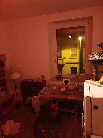 1 schönes Zimmer, zentral, 5 min.zum Bahnhof