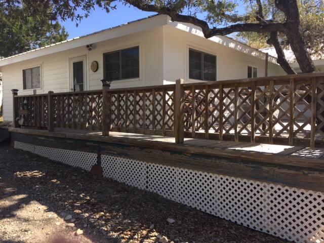 La Casa Rancho-Beautiful in Spring and Summer!