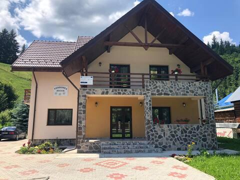 Liniște în inima muntelui, chintesența românească
